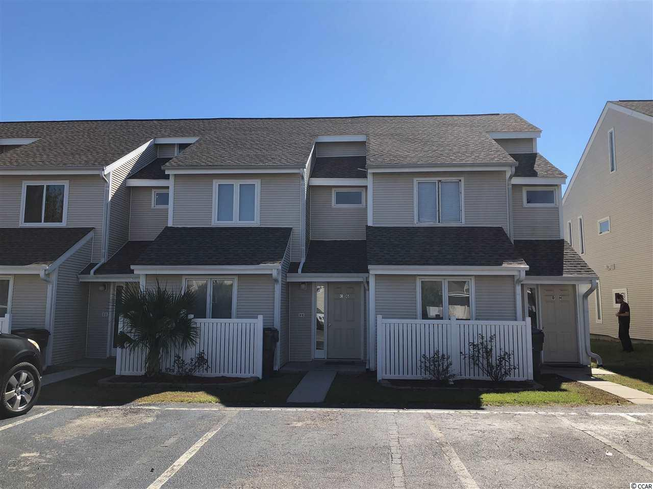 First floor condo in Villas on the Green in Deerfield is an annual rental.  The condo can be used for annual rental, vacation or permanent residence.  Close to grocery store, post office and Market Commons.  Short drive to the beach and other entertainment on the Grand Strand.