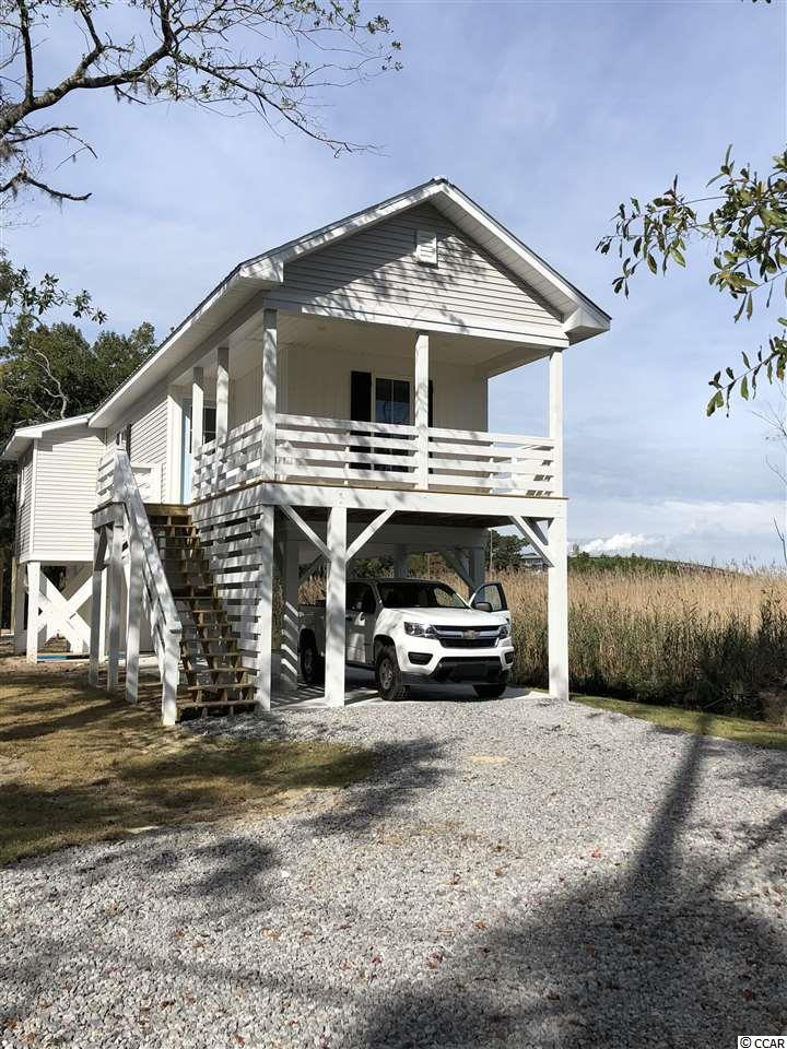"""Quaint little cottage tucked next to the marsh off the Sampit river. Perfect little 2 bedroom 2 Bath """"get-away"""" home, or call this your home as you enjoy the pleasures of historic Georgetown. No HOA! City provides trash pickup."""