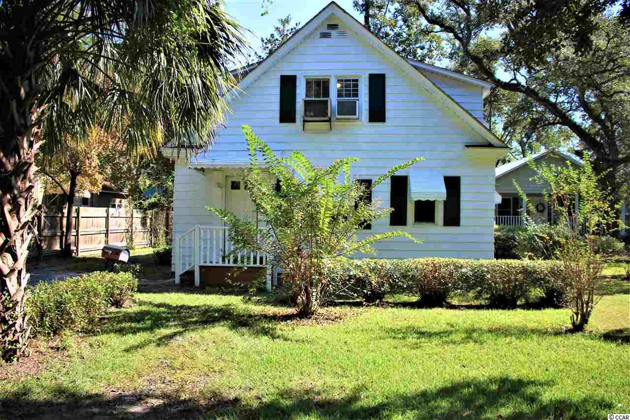 This 3 bed 2 bath house would make a great home or investment property. Inside has been freshly painted.