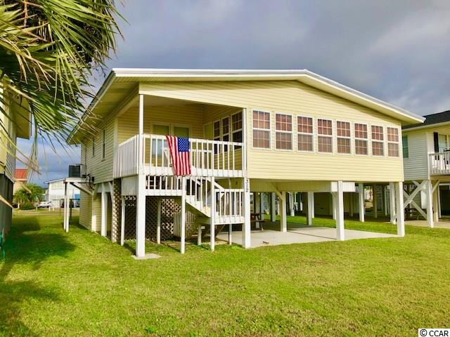 Want a place at the beach, walking distance to the beach, without paying a fortune?  Here it is.  A very nice, perfeclty clean beach house, third-row from the beach and across the street from creekfront homes.  Easy to see.