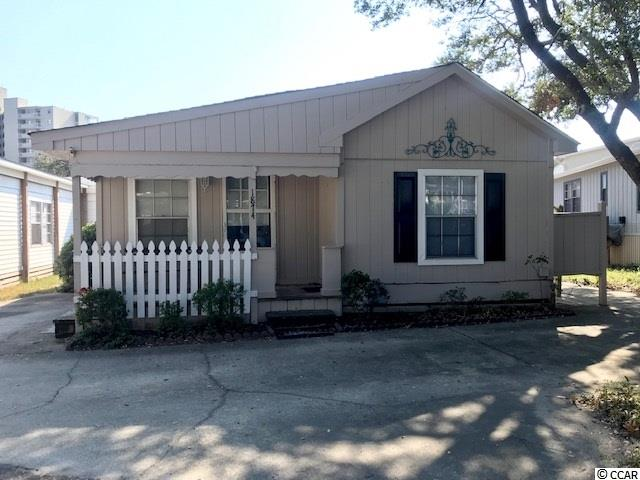 3 Streets Back From The Beach !! 3 Bedrooms 2.5 Baths !!!!  Cute beach home with plenty of space to bring friends and family.  Large living room and kitchen , with sliders leading to outdoor patio.  Home is completely furnished!  Bank Financing Available...................