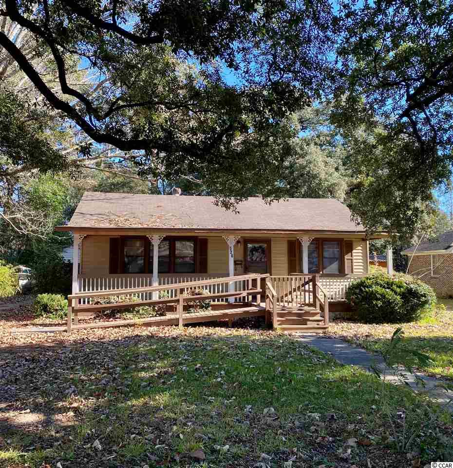 526 Nowell Street is ready for you! On the serene, oak lined Nowell Street, you are just outside of the Historic District. Three bedrooms, two full bath, with a detached garage; this home is on a cul-de-sac, nestled within the neighborhood of Richmond Plantation. Here you are close to the newly remodeled Tidelands Hospital, Georgetown Sheriff's Department, grocery stores and just a mile from the downtown shops and restaurants of the Historic District.