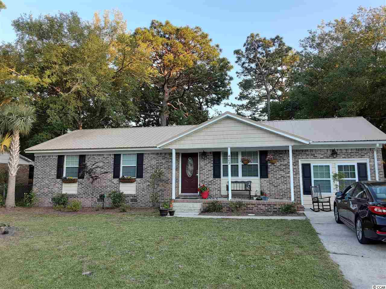 Great location, great price! Maryville is just 5 minutes from downtown Georgetown restaurants, historic district, boat ramps, marinas, 45 minutes to Charleston and all it has to offer. Only 20 minutes to area beaches! This quiet neighborhood is a good mix of families, retirees and first time home owners. One of the four bedrooms has it's own entrance and bathroom along with a wet bar area with room for small refrigerator and could easily be rented out for extra income, Air B&B or serve as a mother-in-law suite. Don't wait, this one won't last long.