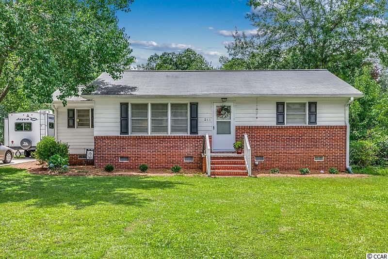 2 BD/1BA home minutes from all Downtown Conway. New HVAC and duct work. Hardwood floor under the carpet. Detached storage shed.