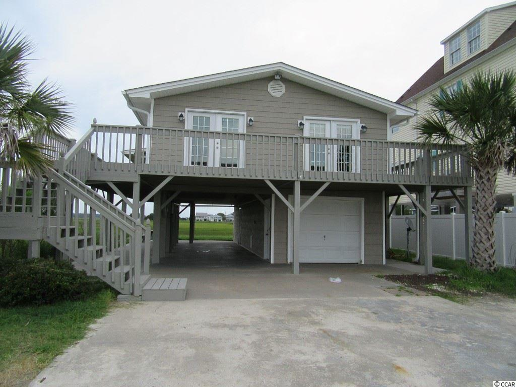 Nice 3 bedroom 3 bath home at the end of the street. Overlooking the marsh, great views!!!!!!! This home is NOT pet friendly.