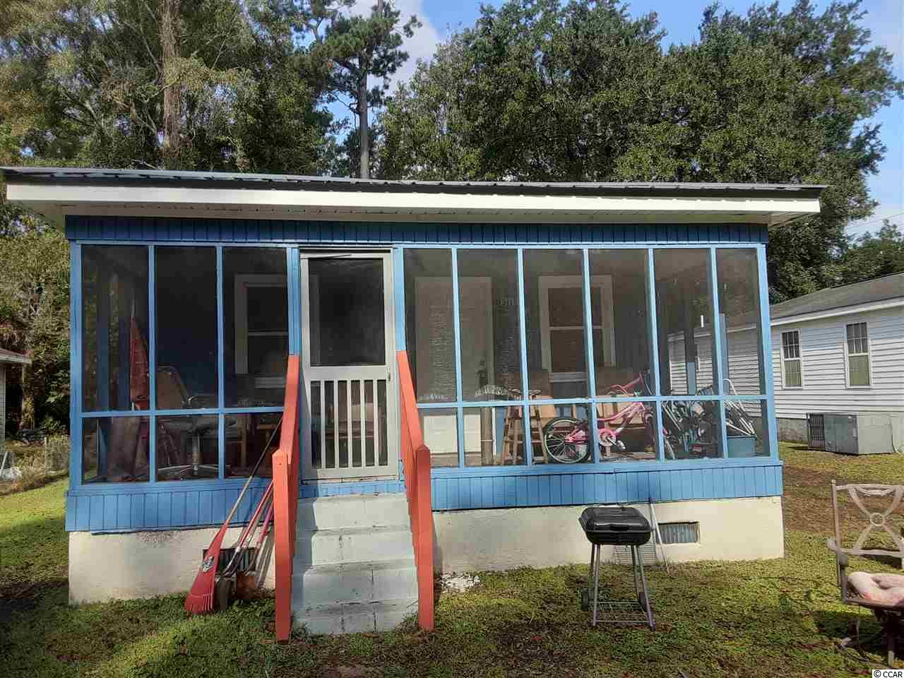 Great starter home or rental property. Located in the city of Georgetown. Close to Historic District, shopping and restaurants. Square footage is approximate and not guaranteed. Buyer is responsible for verification.