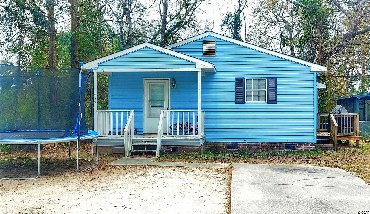 Great Investment opportunity or either an awesome and affordable primary residence in downtown Conway!!! Don't miss out!  The home is in good shape, and the roof was recently replaced. Central heating and air. Act Fast!