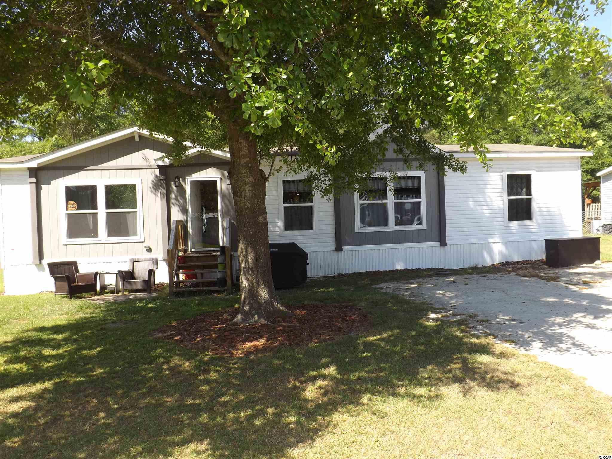 This is a 2020 Franklin model Clayton home with 3 bedrooms and 2 bathrooms. You will love the open floor plan, large master bathroom with tile shower and tub, and nice pantry. It sits on 0.25 acre, for a little room in the back to enjoy BBQs. Can be moved to a different location. See it today.