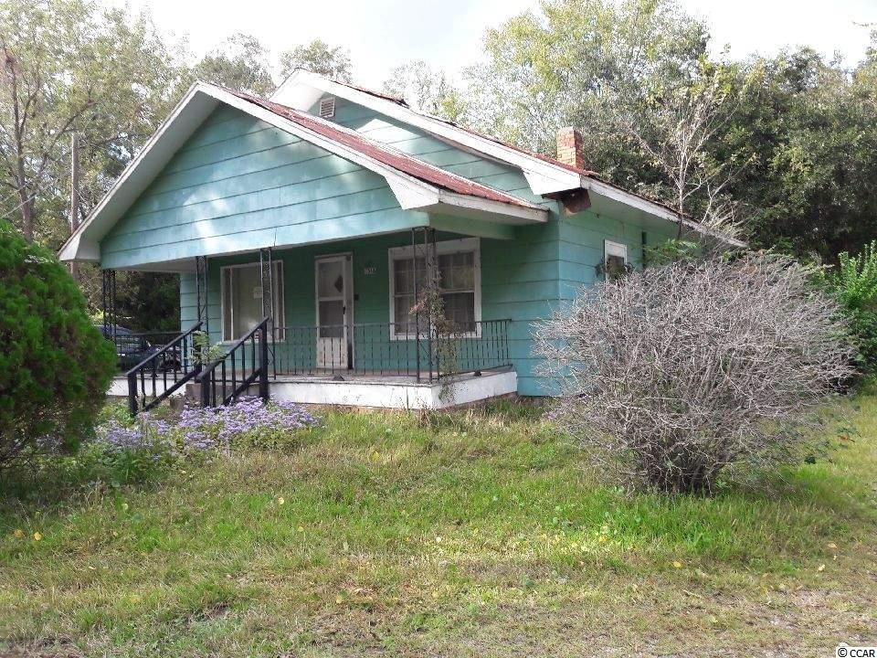 """A SALAVAGABLE FIXER-UPPER, HOME HAS NOT BEEN OCCUPIED FOR MANY YEARS. THE SELLER IS SELLING  """"AS IS"""", NO PCD MOTIVATED SELLER"""