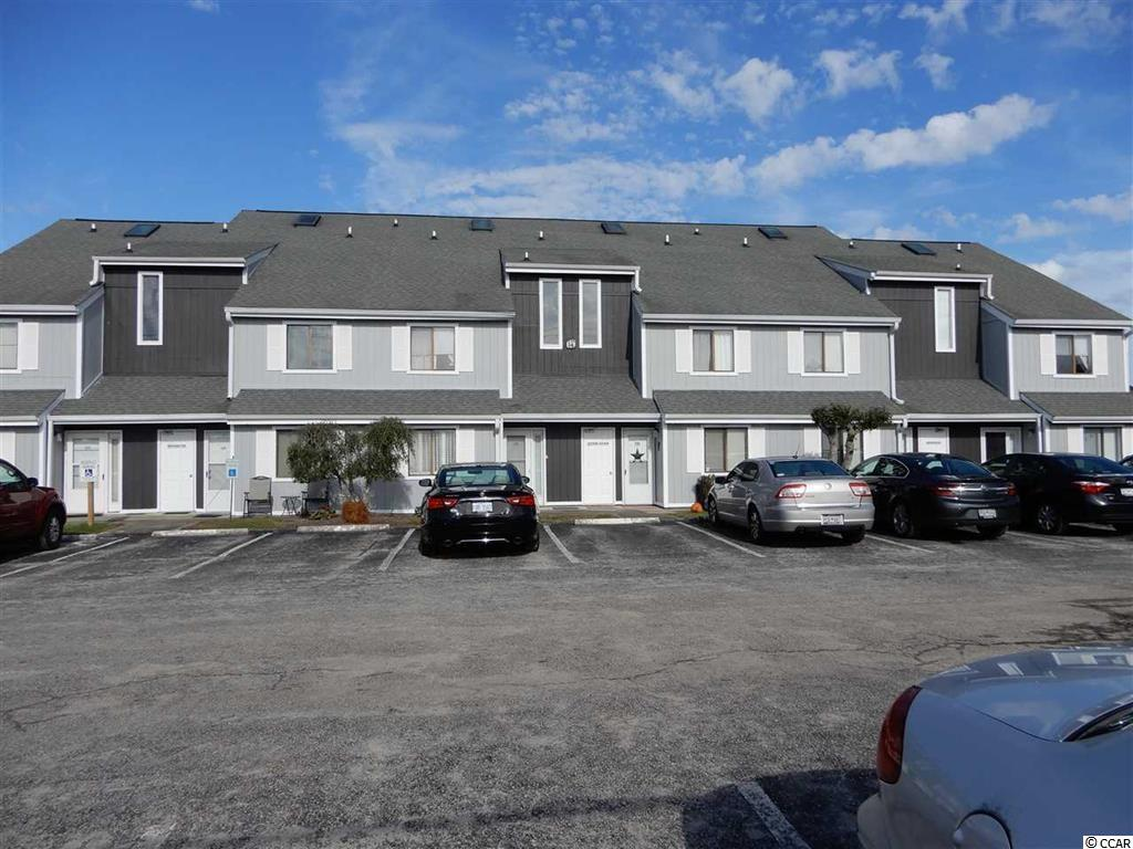 Beautiful condo recently renovated, granite counters, laminate flooring.  Close to everything you need.