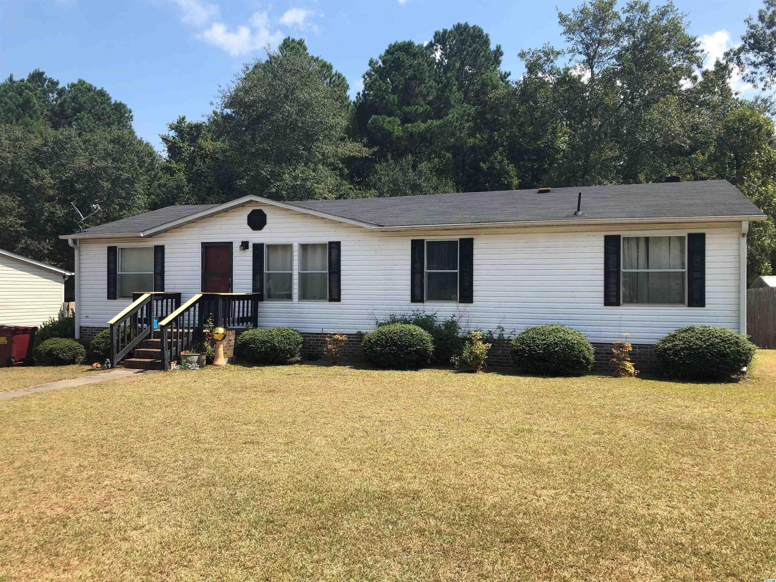 This well maintained 3 Bedroom, 2 bath home is is located on a large lot with a fenced-in back yard. Great for outdoor activities or gardening. The Bridgewater Community has very low HOA fees and is located only miles from downtown Conway with easy access to Myrtle Beach.