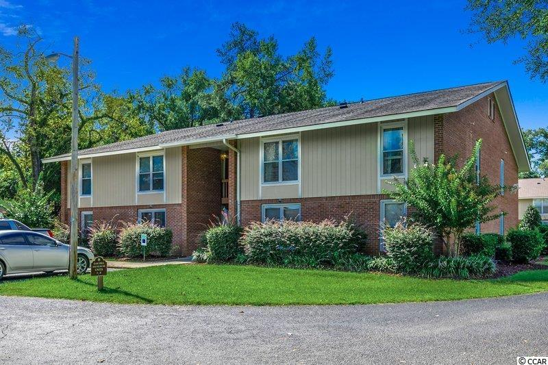 2 BR/ 1BA located in Oak Hill right behind the Conway Middle School. Easy access to Downtown Conway and minutes to the beach. Don't miss this opportunity.
