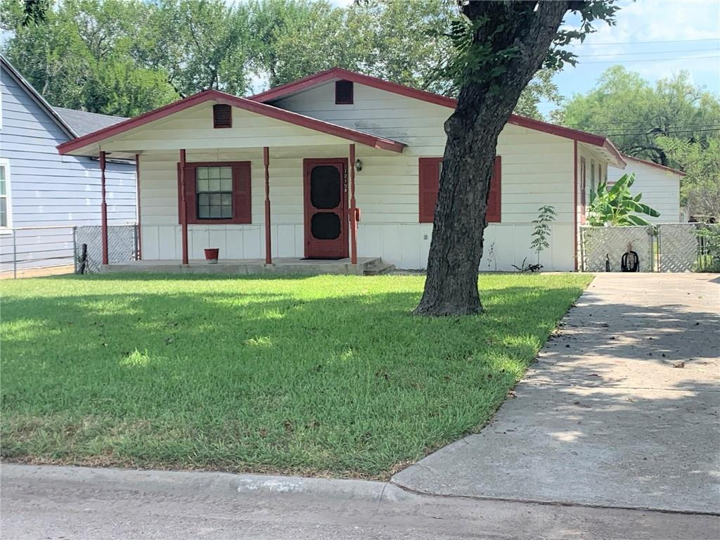 Neat and cute is the only way to describe this cute 3/2 home on Fordyce! large kitchen with loads of storage, hardwood floors and laundry porch, one car detached garage with workshop! All of this could be your! Call now for your private showing.