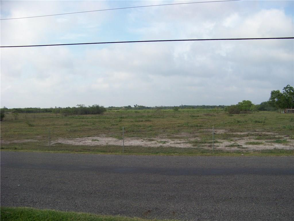 Perfect property for development or to raise cattle or horses. There is approximately a 2 acre pond on the property perfect setting for a home or subdivision. Close to town and city park. The property has been cleared of all brush and kept mowed. City water and sewer are available.