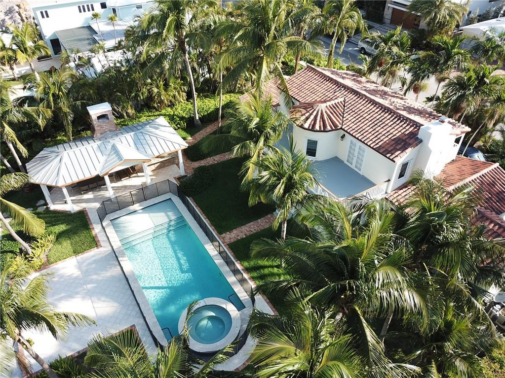 RENTED UNTIL JAN 17, 2022. Will rent weekly for $9,000. Old Florida Charm sitting in the heart of it all. 100ft of concrete dock, Oversized pool, spa, outdoor shower and summer kitchen. Steps from Las Olas beaches, shops and restaurants.