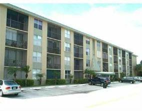 A LARGE 1BEDROOM / 1 & 1/2BATHROOM EAST OF U.S.1 EASY TO SHOW BRING AN OFFER.