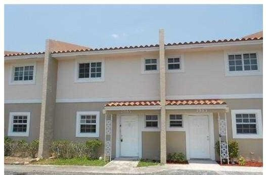 Lovely 2/2.5 Townhouse in the heart of Coral Springs with a private balcony area off the Master Bedroom.  Close to shopping, schools, highways and restaurants.  Enjoy the convenience of a Washer and Dryer in your unit.  Best price in the area.  NO HOA!!! No rental restrictions! Any Kind of pets ok!!  quick move in! the best deal in town!