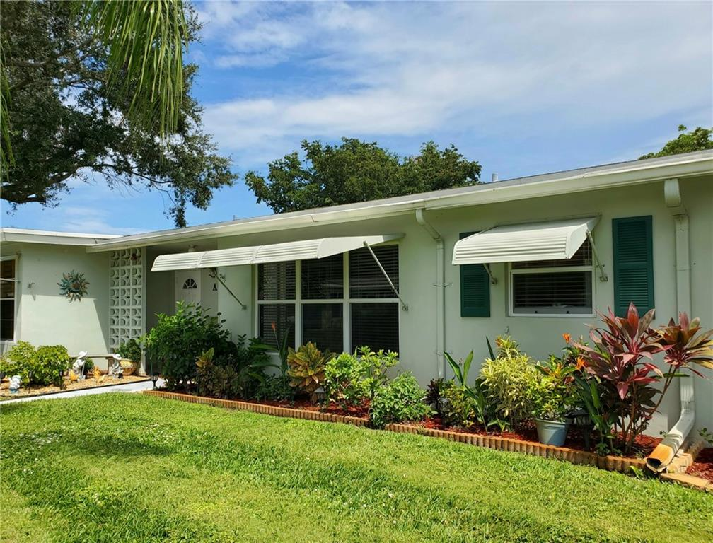 ** SPACIOUS REMODELED VILLA IN SOUGHT AFTER DELRAY BEACH ** Wide open living/dining area with beautifully remodeled galley-style kitchen, Granite countertops, newer appliances, double stainless sink & glass tile backsplash * Large bedroom w/2 walk-in closets * Large Florida room off the bedroom leads to back patio perfect for BBQs and relaxation * Remodeled bathroom w/new walk-in shower * Utility closet w/2014 AC for extra storage * Laundry room shared between 4 units only off of back patio * Private garden in the front for flowers and plants of your choice * BEING SOLD FULLY-FURNISHED * MIN 3 MONTH LEASE/X1 YEAR * DEEMED HOUSING FOR OLDER PERSONS-NO RESIDENTS UNDER 15 YRS OF AGE * PETS W/EMOTIONAL SUPPORT OR SEVICE DOCUMENTS ONLY *