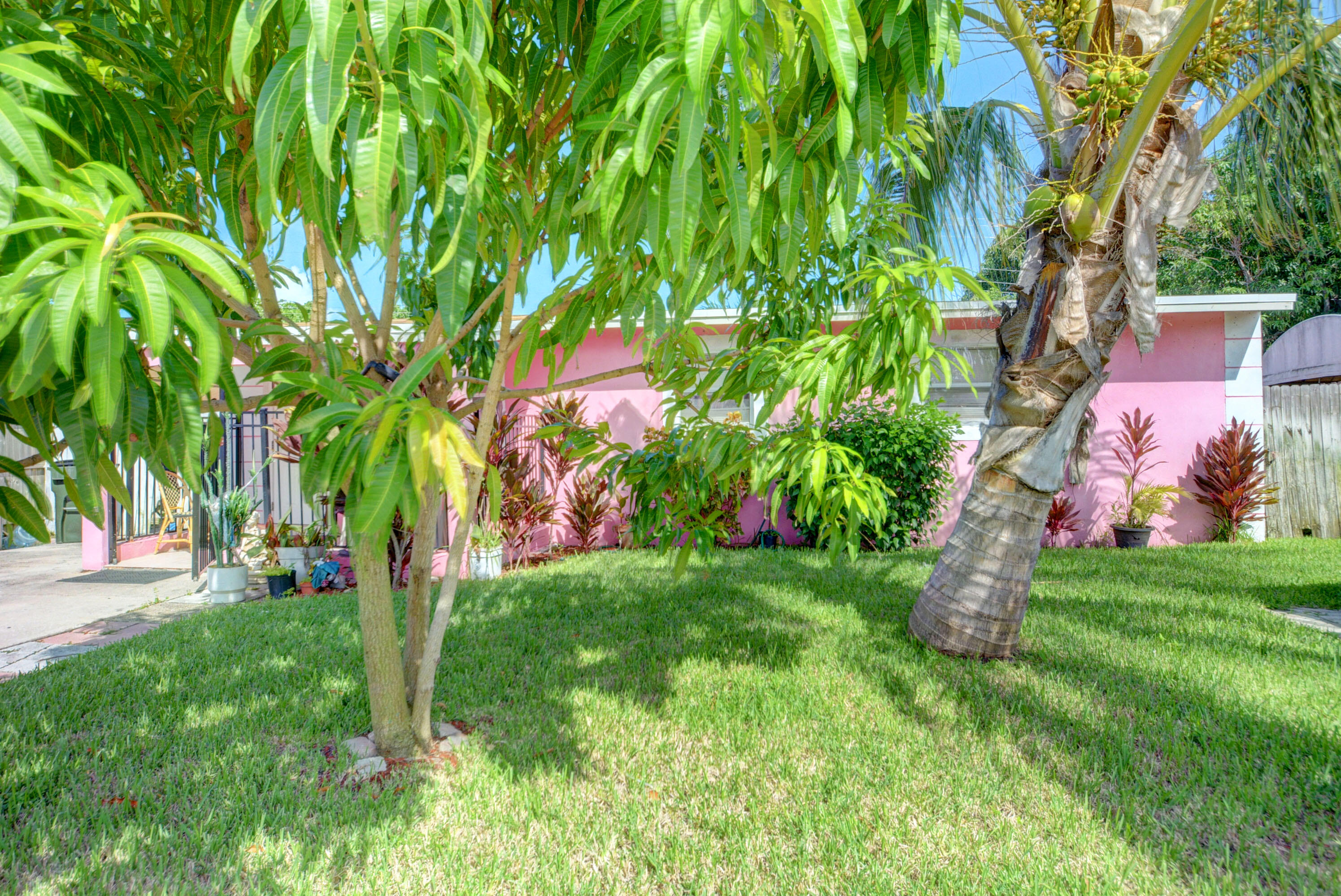 first time homebuyers welcome.nice and cozy house in the heart of Delray Beach.