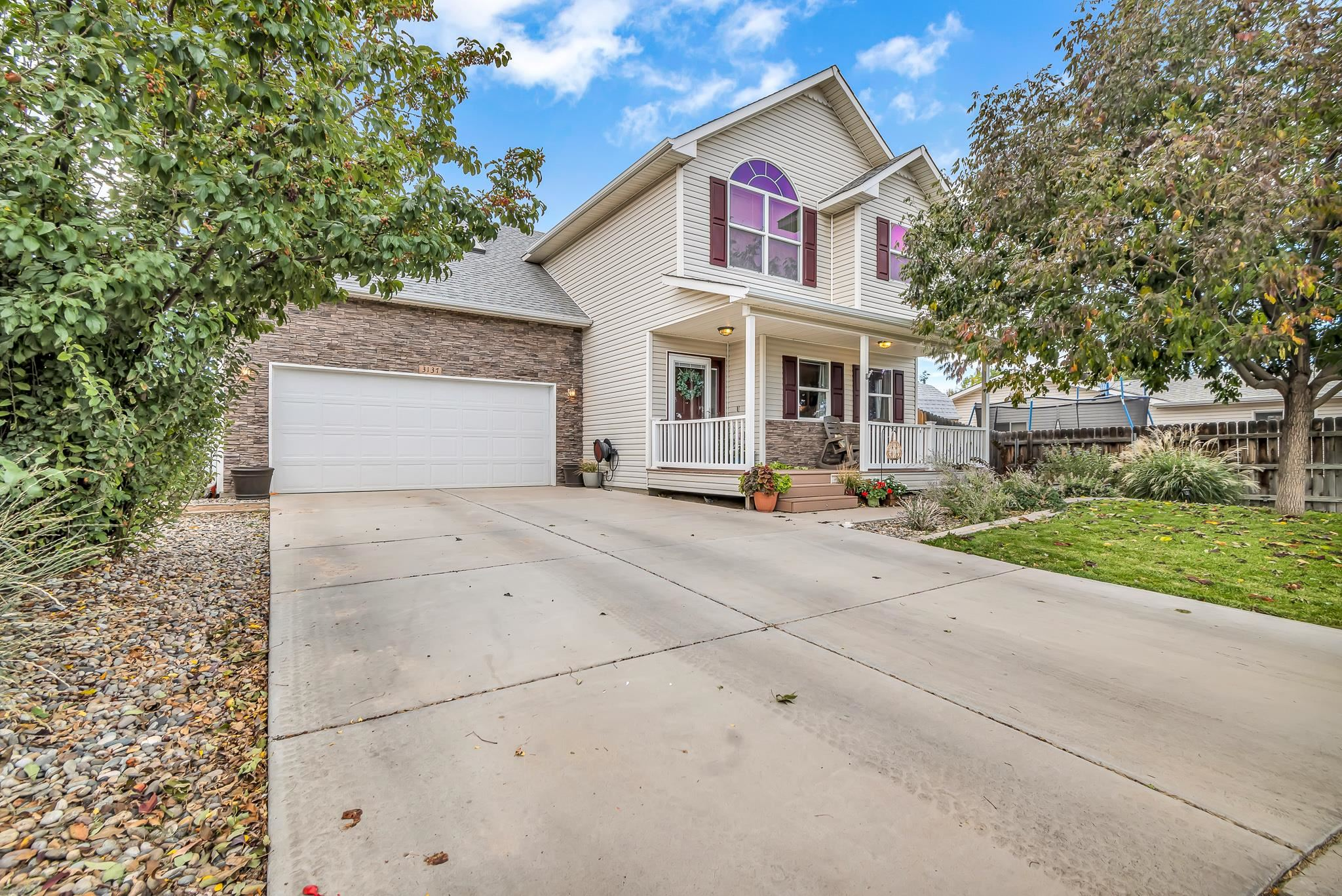 Beautifully maintained home in a lovely cul-de-sac. Two living areas - the bonus room is HUGE, with endless possibilities. High end upgrades & gorgeous curb appeal. Central heating & cooling with a nest thermostat & tankless hot water heater. Security system equipment active - ready for a new subscriber. Don't miss this ne - it's a beauty!