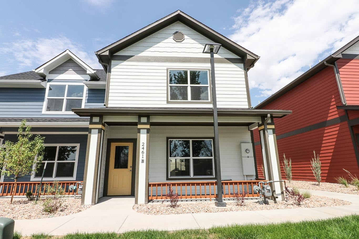 New Construction Townhome in great central location. 2 bed, 2.5 baths, 1 car detached garage & 1232 sq ft. Nice finishes which include quartz counters, stainless steel appliances, luxury vinyl tile flooring, on demand hot water & more. Don't miss out on this great unit!!