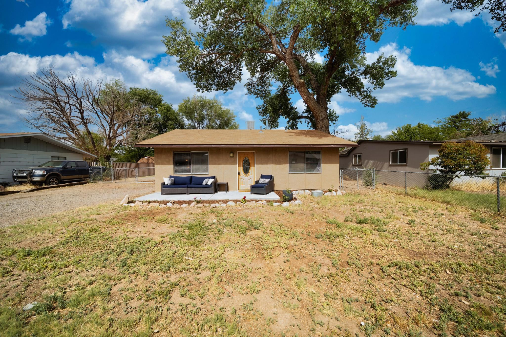 Really cute move in ready home on a dead end street with great RV parking! Newer Carpet, paint, roof and stainless appliances including gas range and brand new gutters.  Lot is ready for your inspiration and there is irrigation water available through OMID with a place for a pump. The lot is fenced and cross fenced to allow for dog run and RV parking and even the chicken coop! Chickens can stay too! You won't have to do a thing inside, just move your things in and make it home. There is no HOA and the new middle school is just right down the street. You will be just minutes from access to Riverfront Trail, public pool, city park w/gazebos,  playground and skate park, the OM library branch, shopping and dining too! This is one you won't want to miss!