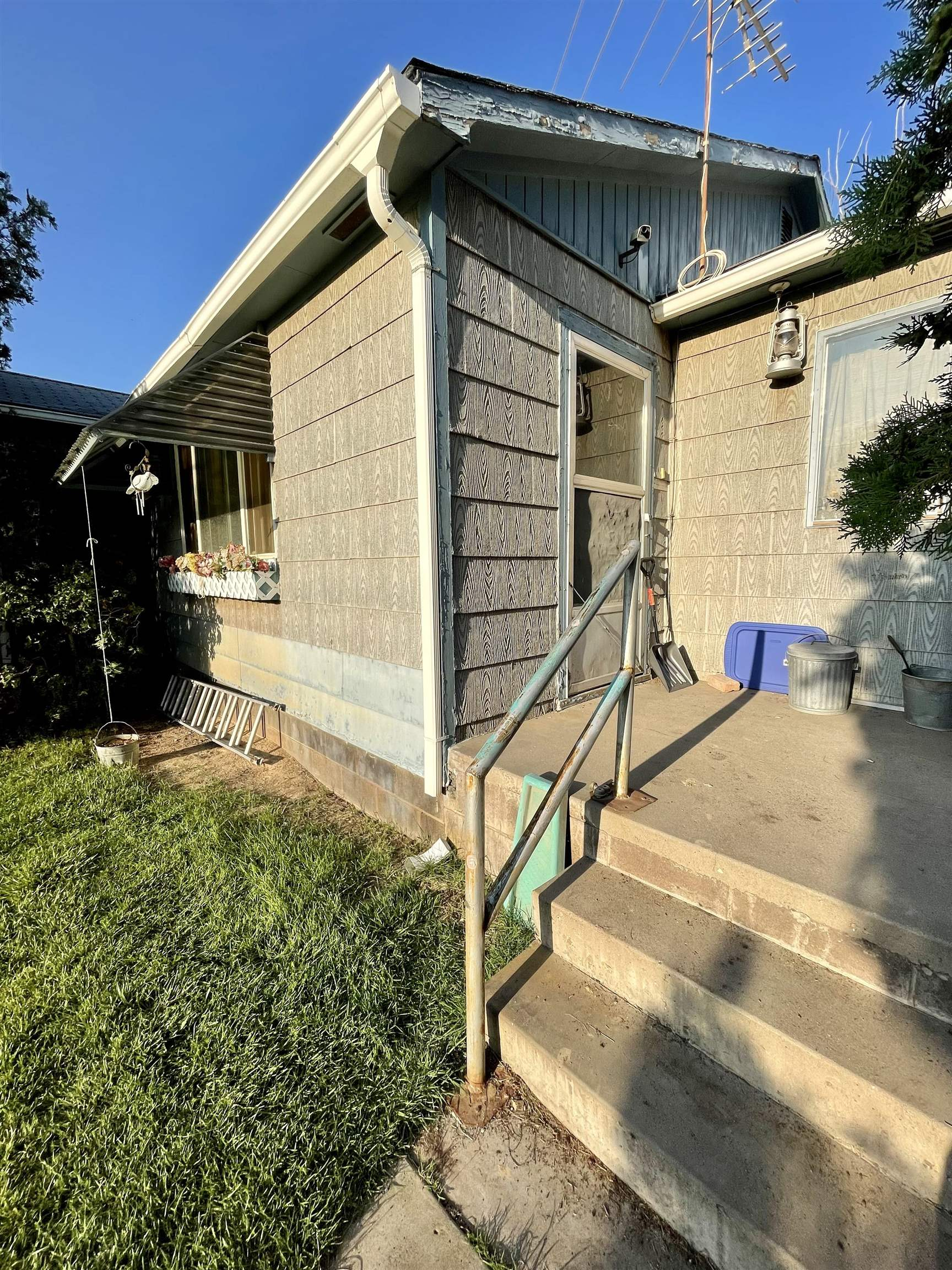 """Incredible investment opportunity on large split able lot. House has """"good bones"""" and just needs a face lift. Perfect lot for a big shop or raising 4-H. Add another unit for additional income or an ideal mother in law set up. The options are endless. Schedule a time to view this property before it's gone.  Buyer to verify all information."""