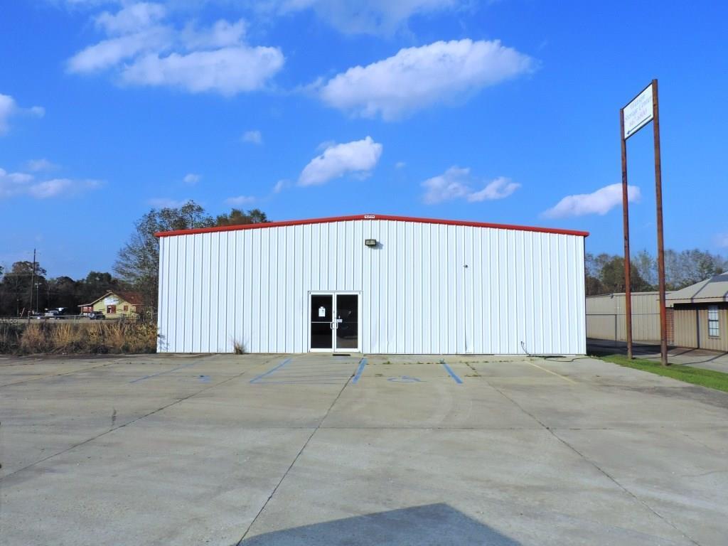 Comercial por un Venta en 8217 COMMERCE Drive Denham Springs, Louisiana 70706 Estados Unidos