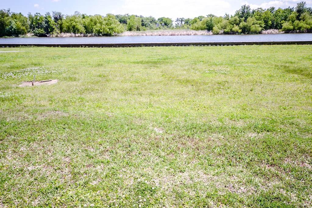 土地,用地 为 销售 在 KERRY'S POINTE Road Des Allemands, 路易斯安那州 70030 美国