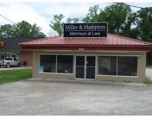 Comercial por un Venta en 13922 FLORIDA Boulevard Livingston, Louisiana 70754 Estados Unidos
