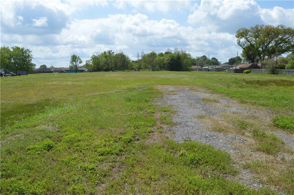 土地,用地 为 销售 在 2949 BELLE CHASSE Highway Gretna, 路易斯安那州 70056 美国