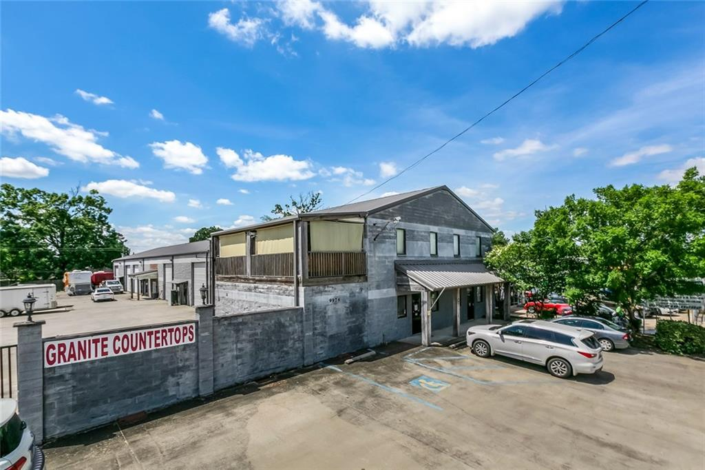 Comercial por un Venta en 9976 S CHOCTAW Drive Baton Rouge, Louisiana 70815 Estados Unidos
