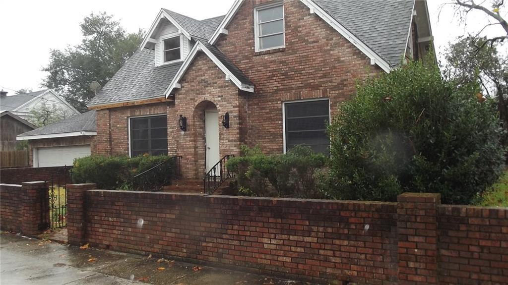 住宅 为 销售 在 111 ROBERTSON Street New Iberia, 路易斯安那州 70560 美国