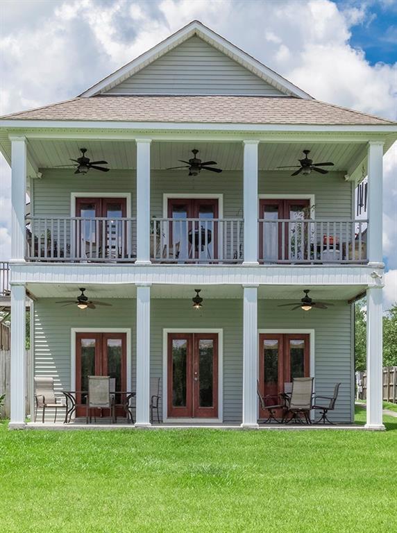 Residencial por un Venta en 11182 RIVER HIGHLANDS Drive St. Amant, Louisiana 70774 Estados Unidos