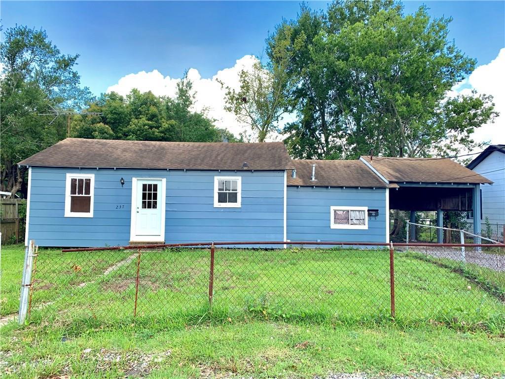 Residencial por un Venta en 237 CLAYTON Drive Norco, Louisiana 70079 Estados Unidos