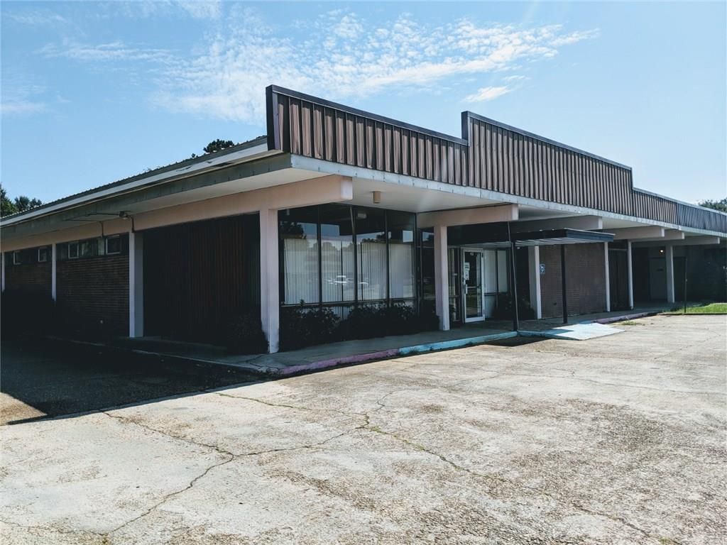 商用 为 销售 在 719 AVE G Kentwood, 路易斯安那州 70444 美国