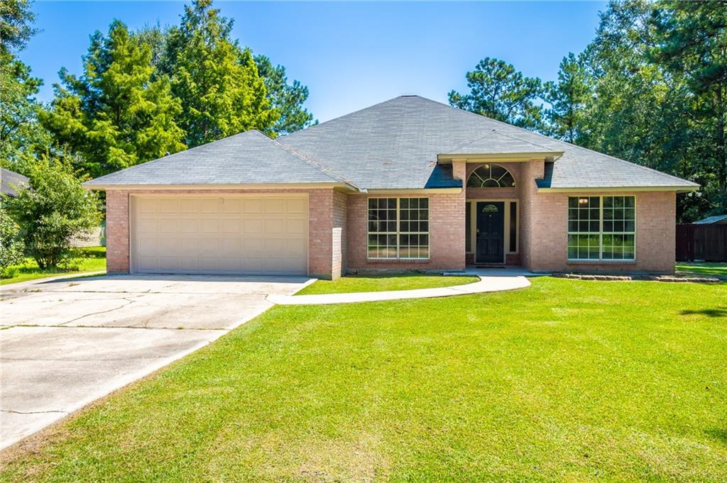 Well maintained brick home with open floor plan.  Home recently updated with screened in back porch and new fixtures.  3 bedroom, 2 bathrooms with formal dining room.  Large master bathroom with huge walk in closet.  Extra large lot perfect for entertaining. Ponchatoula school district.