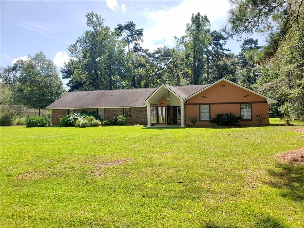 Residencial por un Venta en 16022 CHAUMONT Avenue Greenwell Springs, Louisiana 70739 Estados Unidos