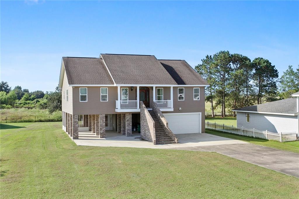 住宅 为 销售 在 118 MICHAEL Drive Des Allemands, 路易斯安那州 70030 美国