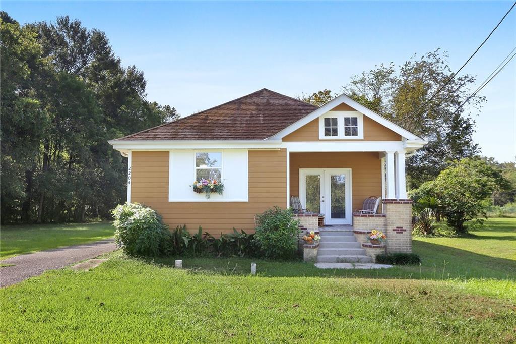 Residencial por un Venta en 2204 BAYOU Road St. Bernard, Louisiana 70085 Estados Unidos