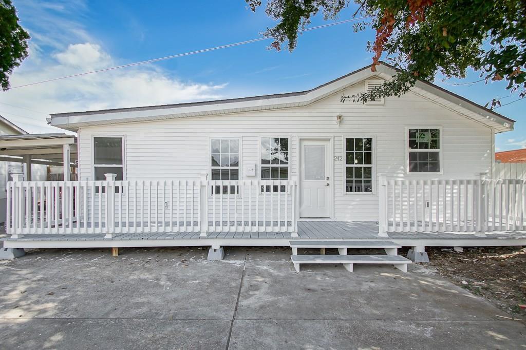Residencial por un Venta en 242 CLAYTON Street Norco, Louisiana 70079 Estados Unidos