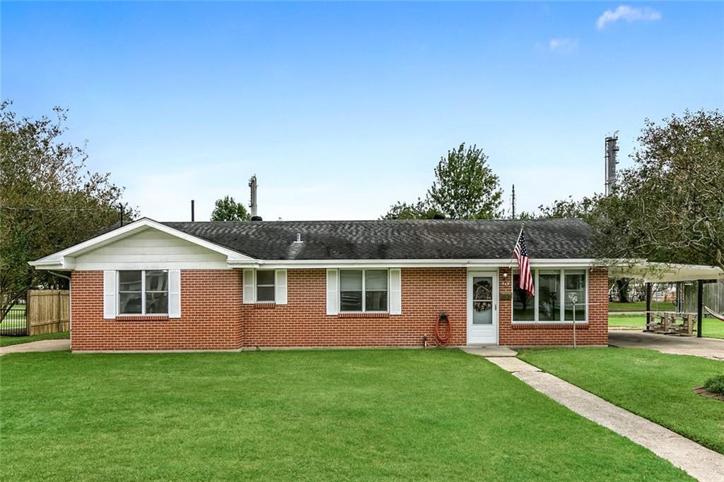 Residencial por un Venta en 460 GOOD HOPE Street Norco, Louisiana 70079 Estados Unidos