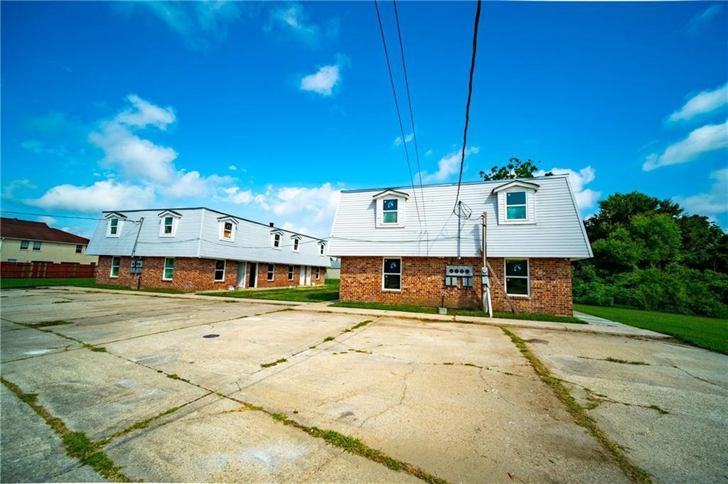 居民收入 为 销售 在 2620-24 ANGELIQUE Drive Violet, 路易斯安那州 70092 美国