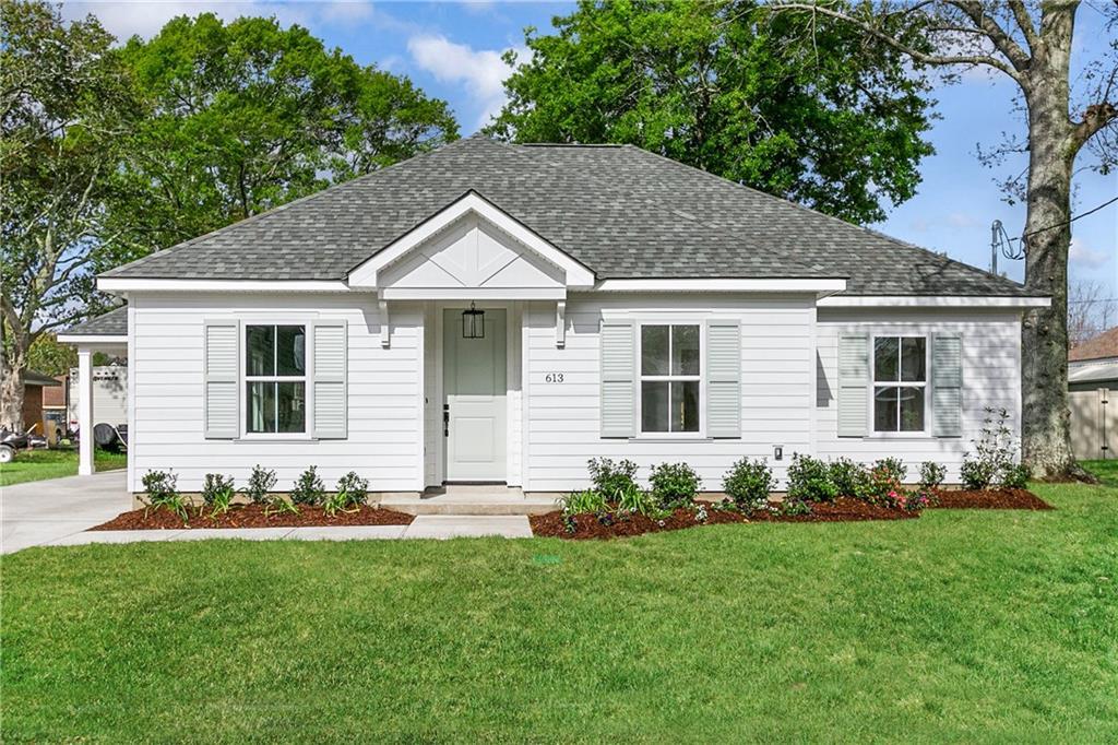 Residencial por un Venta en 613 MARINO Drive Norco, Louisiana 70079 Estados Unidos