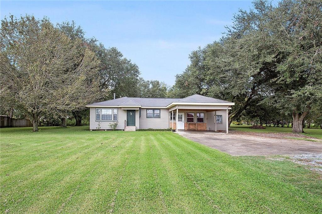 Residencial por un Venta en 56320 HIGHWAY 404 Highway White Castle, Louisiana 70788 Estados Unidos