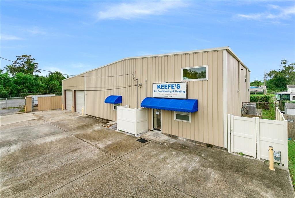 Commercial for Active at 2233 LAFAYETTE Avenue Harvey, Louisiana 70058 United States