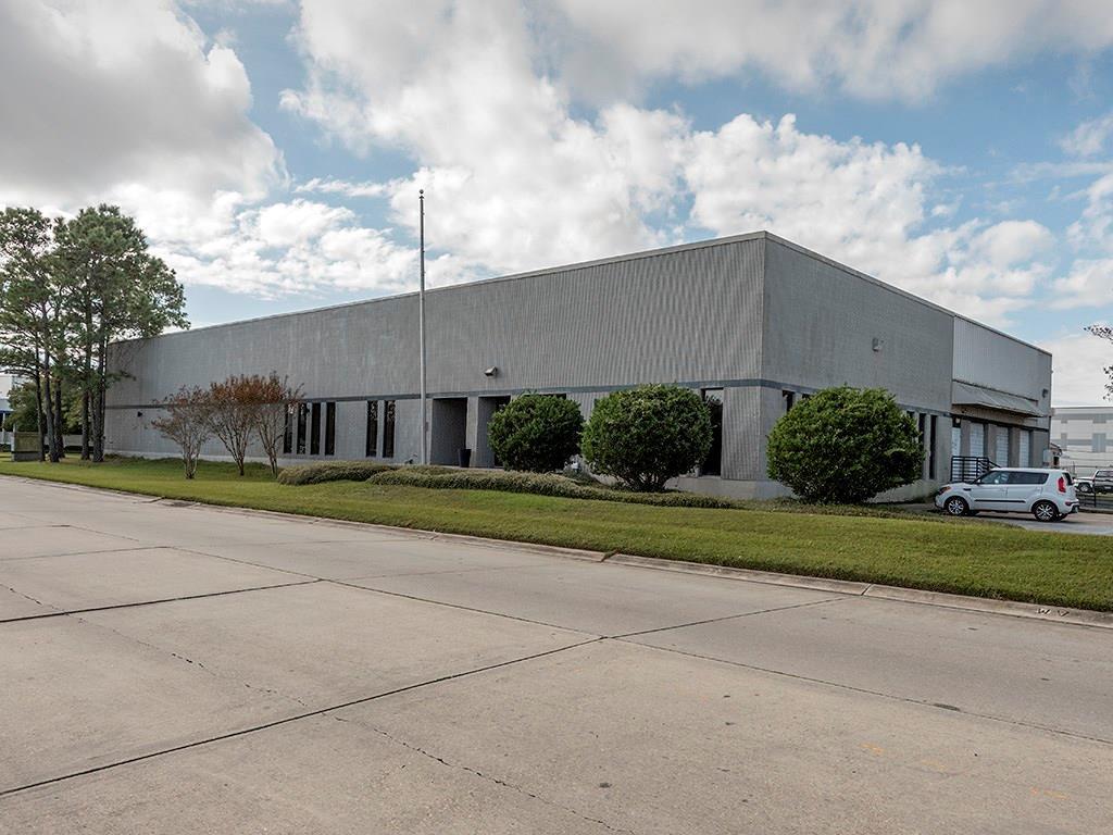 Comercial por un Venta en 201 E JAMES Drive St. Rose, Louisiana 70087 Estados Unidos