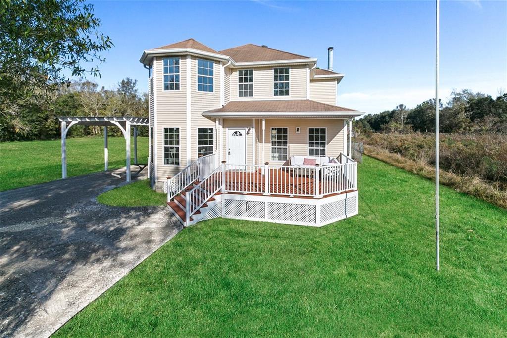 Residencial por un Venta en 2125 BAYOU Road St. Bernard, Louisiana 70085 Estados Unidos
