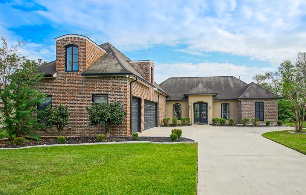 Residencial por un Venta en 40595 PELICAN POINT Parkway Gonzales, Louisiana 70737 Estados Unidos