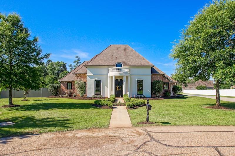 Residencial por un Venta en 8274 ALLEN Drive Denham Springs, Louisiana 70726 Estados Unidos